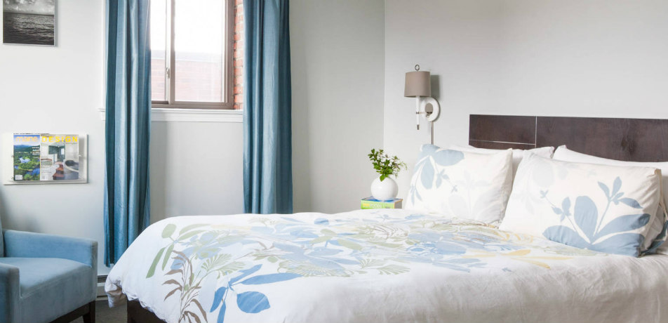 Ale House Inn guest room