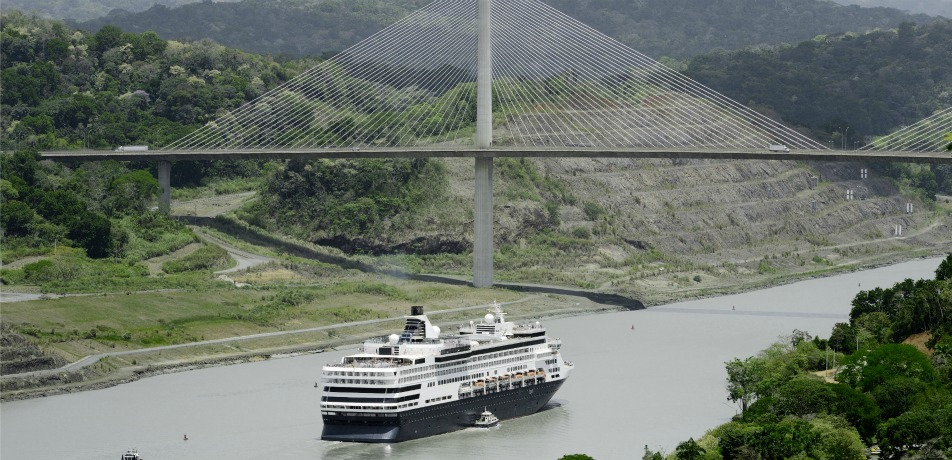 Cruise in Panama Canal