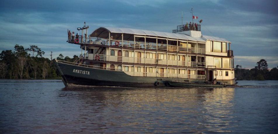 La Amatista riverboat cruise
