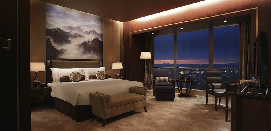 Shangri-La China World Summit Wing - guest room
