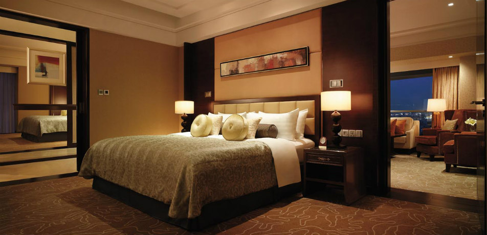 Qingdao Shangri-La guest room
