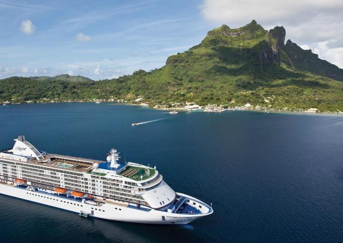 Seven Seas Voyager in Tahiti
