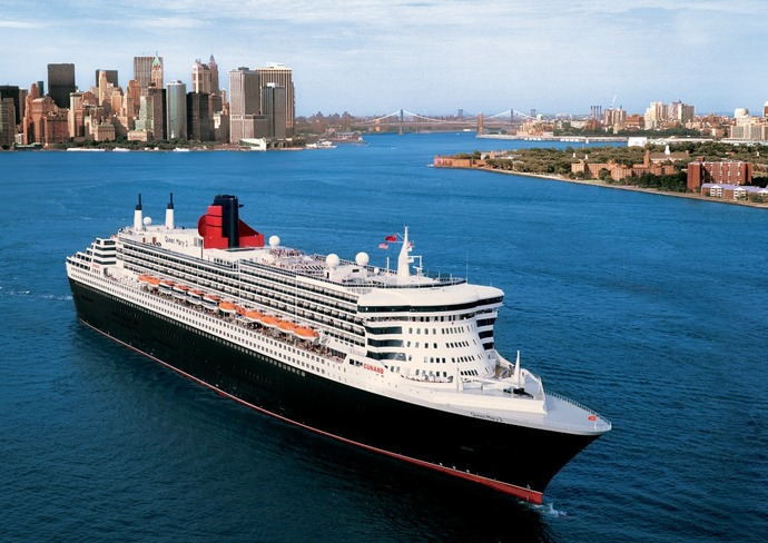 Queen Mary 2 departing from New York