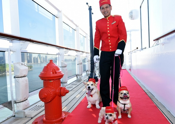 Taking a stroll on Queen Mary 2
