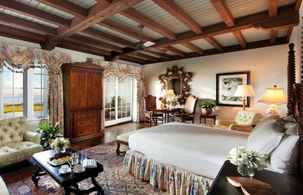 Cloister guestroom