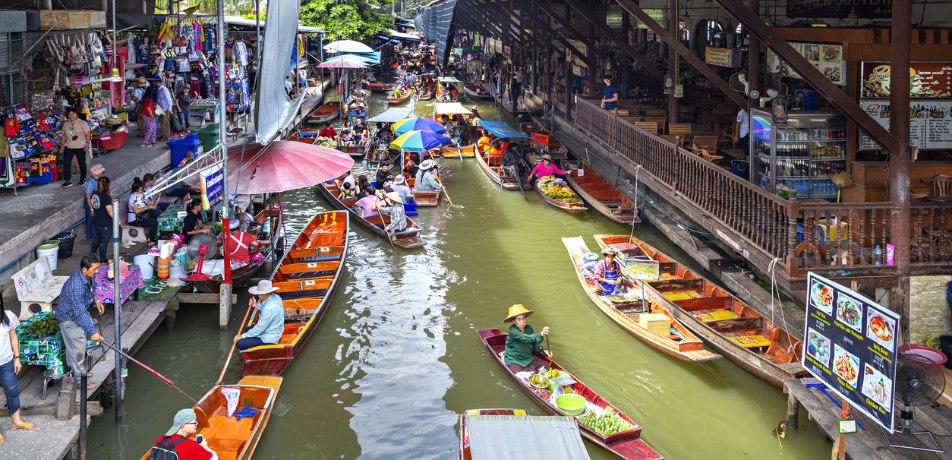 Floating Market in Damnoen Saduak, Thailand